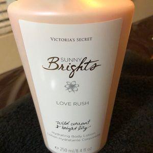 Victoria Secret Sunny Brights Love Rush 8.4 Fl